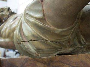300 yıllık İsa heykelinin kalçasında bulunan gizli not şoke etti