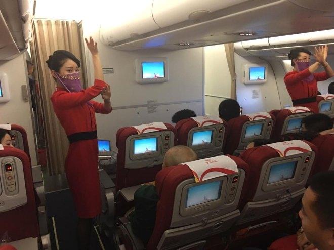 Çinli Hostesler, Türkiye Uçuşunda Peçe Takıp Dans Etti galerisi resim 1