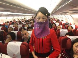 Çinli Hostesler, Türkiye Uçuşunda Peçe Takıp Dans Etti