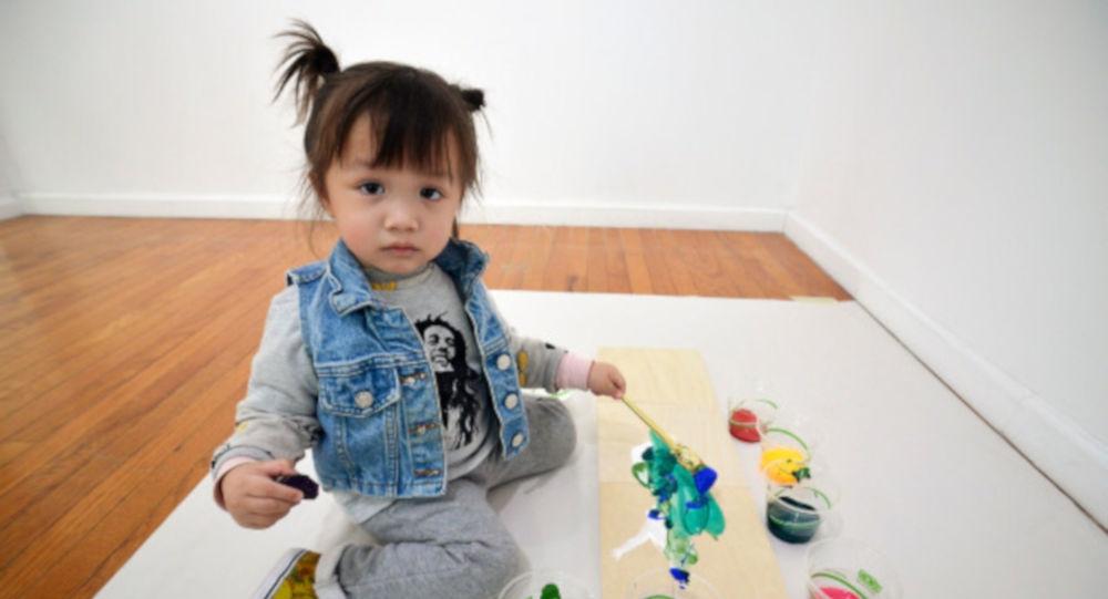 Tabloları 1600 dolara alıcı bulan 2 yaşındaki ressam: Lola June galerisi resim 5