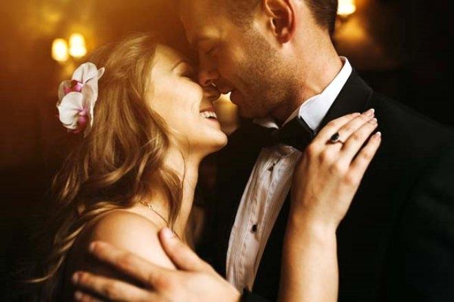 Gelin ve damat düğünün ortasında cinsel ilişkiye giriyor! galerisi resim 5