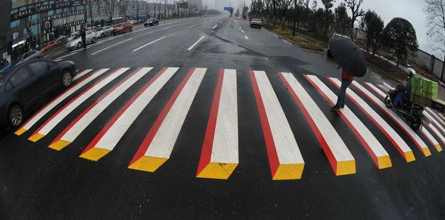 Hindistan'da hızlı sürücüleri yavaşlatmak için 3D yaya geçidi galerisi resim 1