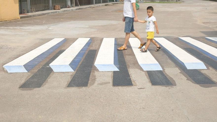 Hindistan'da hızlı sürücüleri yavaşlatmak için 3D yaya geçidi galerisi resim 2