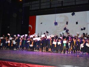 Özay Günsel Çocuk Üniversitesi düzenlenen törenle ilk mezunlarını verdi