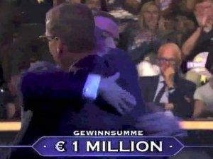 15 yıl boyunca Kim Milyoner Olmak İster'e hazırlandı, sonunda 1 mil