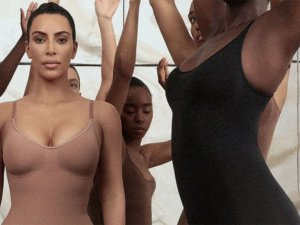 Kim Kardashian kendi korsesi yüzünden altına yaptığını itiraf etti