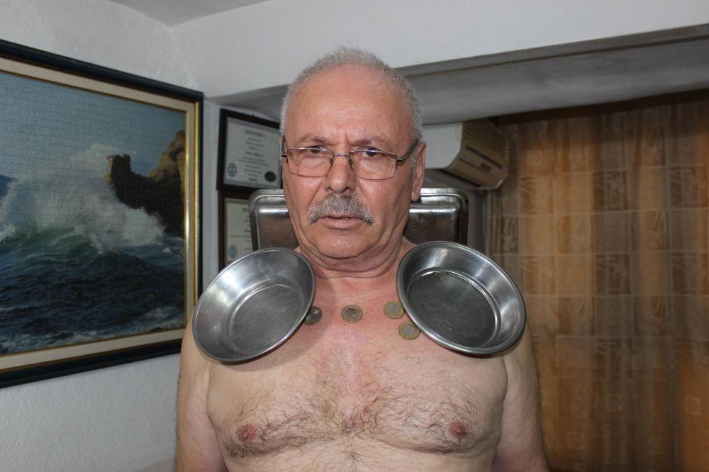 Metalleri taşımak onun için çok kolay: 'Mıknatıs adam' galerisi resim 1