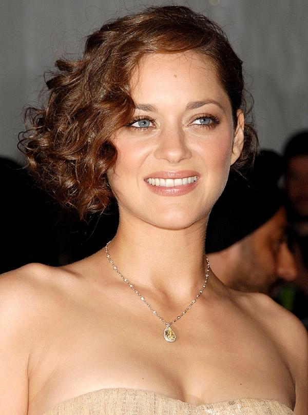 Brad Pitt, Angeline Jolie'yi aldatıyor mu? galerisi resim 5
