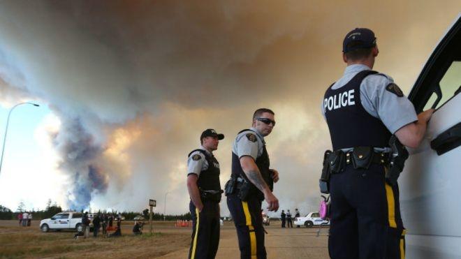 Kanada'da yangın: Bir kentin yüzde 20'si yandı galerisi resim 1