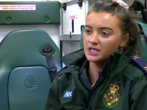 Ambulansta tedavi ettiği adamın cinsel saldırısına uğradı!