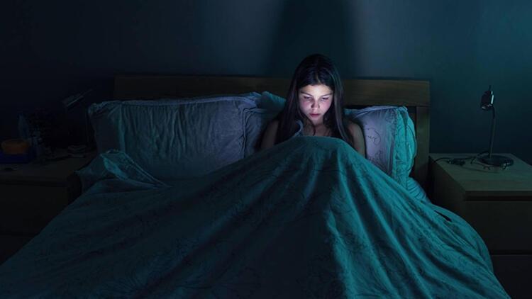 Mavi ışık neden geceleri daha tehlikeli? galerisi resim 1