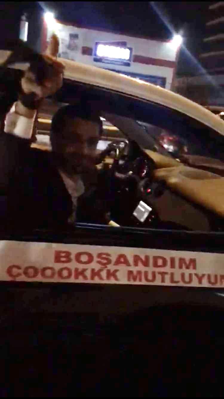 """İstanbul sokaklarında """"boşandım"""" konvoyu galerisi resim 1"""
