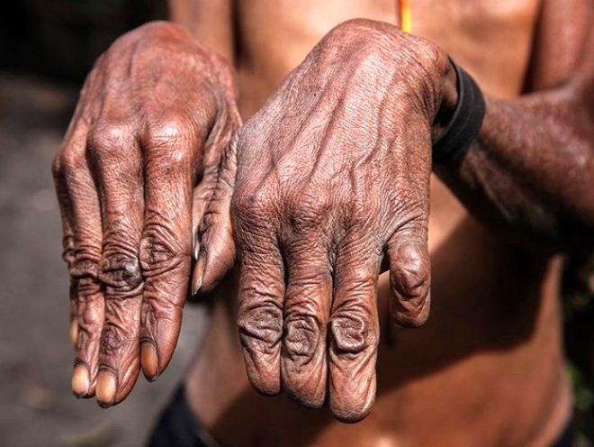 Sevdiği biri ölünce parmaklarını kesiyorlar galerisi resim 5