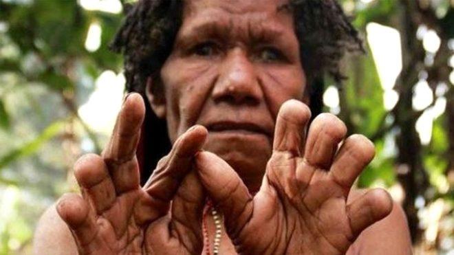 Sevdiği biri ölünce parmaklarını kesiyorlar galerisi resim 7