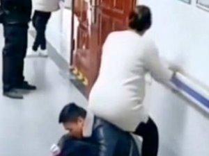 Hamile karısına kimse yer vermeyince sırtına oturttu