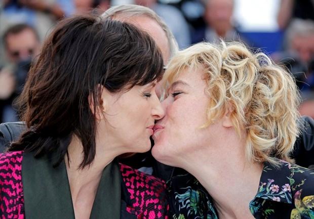 """- Tanıtım için yeni bir fikir lazım.- Tamam """"öpüşün"""". galerisi resim 4"""