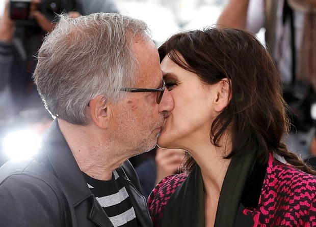 """- Tanıtım için yeni bir fikir lazım.- Tamam """"öpüşün"""". galerisi resim 5"""