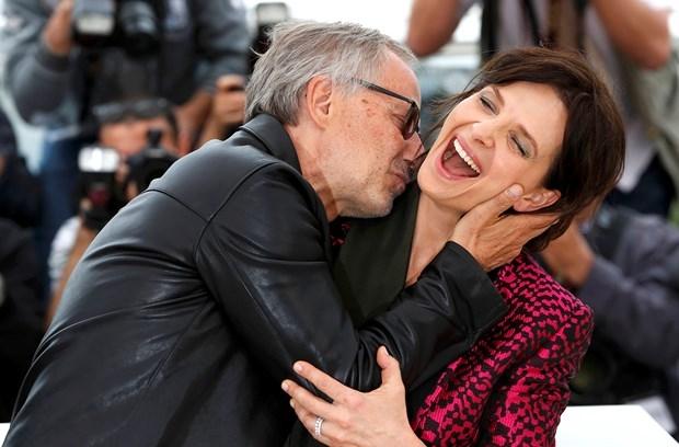 """- Tanıtım için yeni bir fikir lazım.- Tamam """"öpüşün"""". galerisi resim 7"""