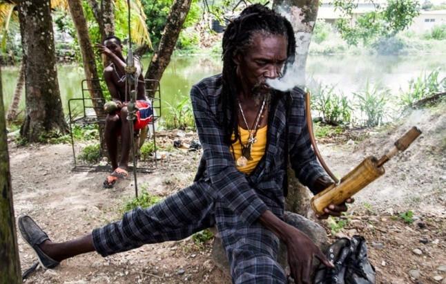 Bu kabilenin dininde esrar içmek serbest! galerisi resim 7