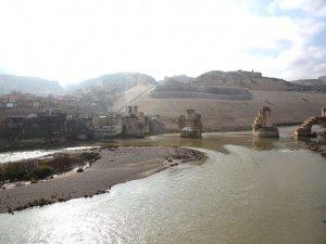 12 bin yıllık Hasankeyf'ten geriye enkaz kaldı