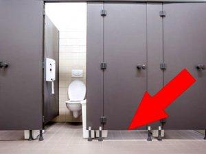 Umumi tuvaletlerde kapılar neden yere kadar değil! İşte sebebi