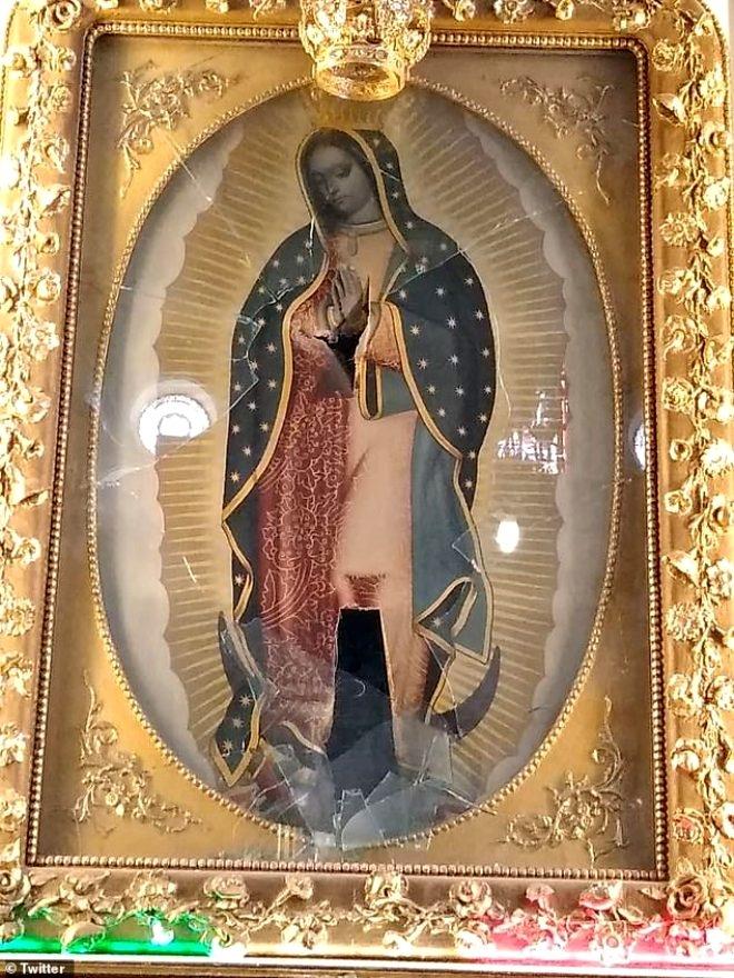 Öfkeli adam 'Duam kabul olmadı' deyip kilisedeki Meryem Ana ta galerisi resim 1