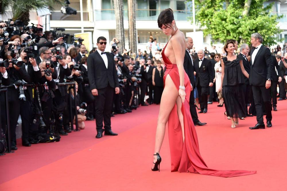 İşte Cannes Film Festivali'nin en cesur kostümleri galerisi resim 2