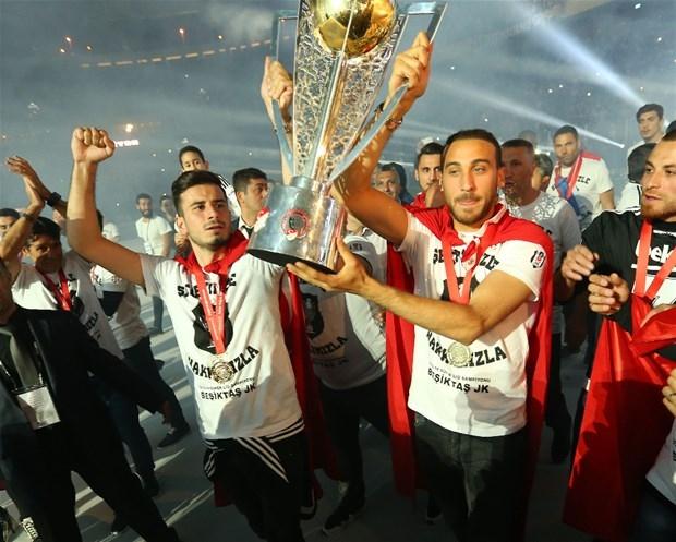 Şampiyon Beşiktaş kupasına kavuştu galerisi resim 9