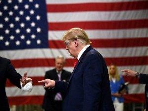 """Trump'tan maske üretim tesisine """"maskesiz"""" ziyaret"""