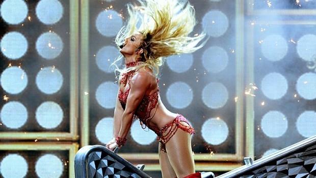 Britney Spears, ateşli direk dansı ile dikkat çekti galerisi resim 2