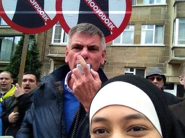 İslam karşıtı gösteriyi böyle 'trol'ledi galerisi resim 2