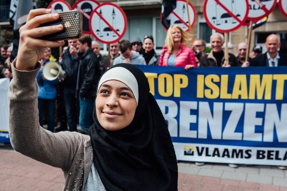 İslam karşıtı gösteriyi böyle 'trol'ledi galerisi resim 3