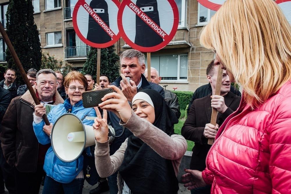 İslam karşıtı gösteriyi böyle 'trol'ledi galerisi resim 5