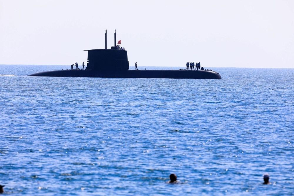 Konyaaltı Sahili'nde görülen Türk denizaltısı turistleri şaşırttı galerisi resim 5