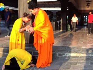 Bülent Ersoy'u Buda sanıp önüne kapandılar