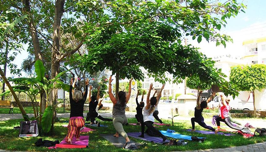 Girne'de parklarda yoga galerisi resim 3
