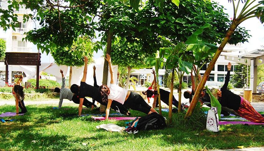 Girne'de parklarda yoga galerisi resim 4