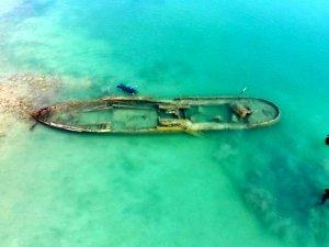 Van Gölü'nde çıkan bir batık gemi den görüntüler