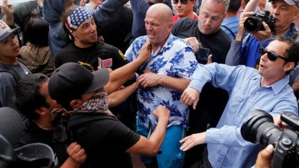 Trump'ın San Diego mitinginde kavga çıktı galerisi resim 5