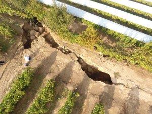 Manisa'da fay hattı üzerinde dev yarıklar oluştu