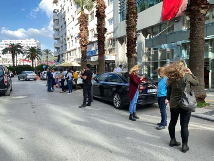Son Dakika! İzmir'deki deprem ilk görüntüler! galerisi resim 13