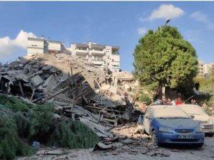 Yıkılan binalar,kurtarma çalışmaları...İzmir'den görüntüler