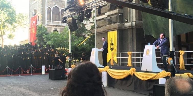 İstanbul Erkek Lisesi'nde protesto... Müdüre sırtlarını döndüler galerisi resim 1