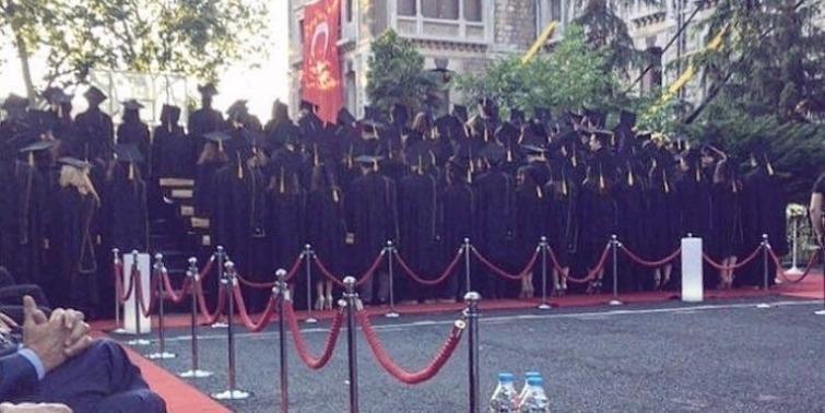 İstanbul Erkek Lisesi'nde protesto... Müdüre sırtlarını döndüler galerisi resim 3