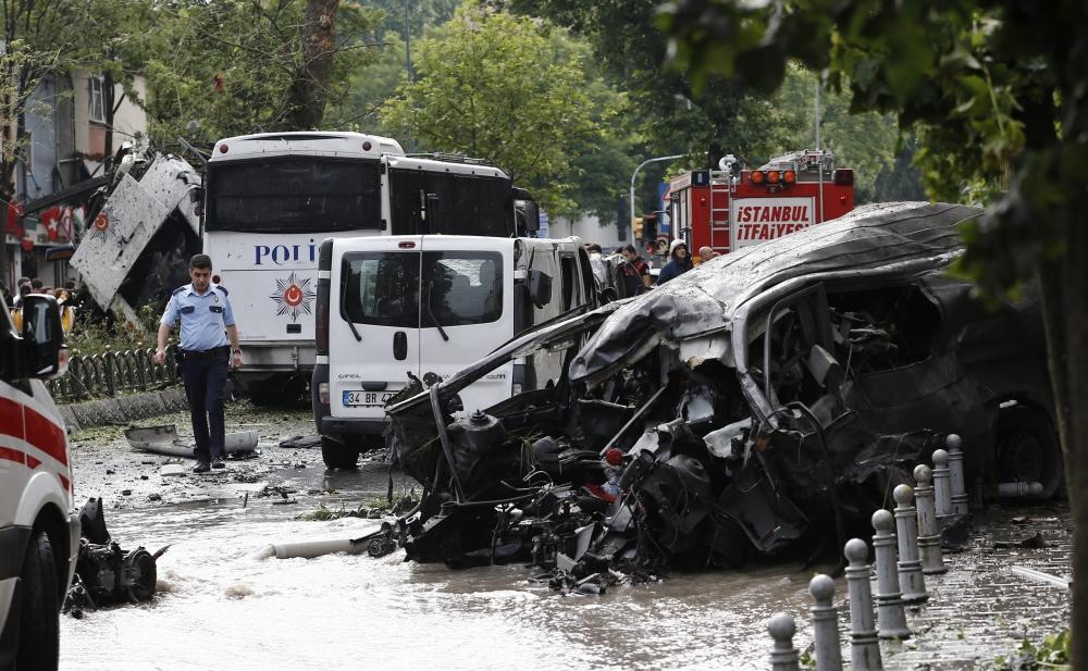 Foto Galeri: İstanbul'da Bombalı Saldırı galerisi resim 17