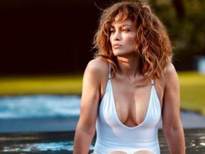 50'sinden sonra bunu da yaptı! Yıldız şarkıcı Jennifer Lopez çırılç