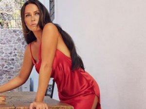 55'lik Hülya Avşar üstsüz paylaşımıyla genç kızlara taş çıkardı
