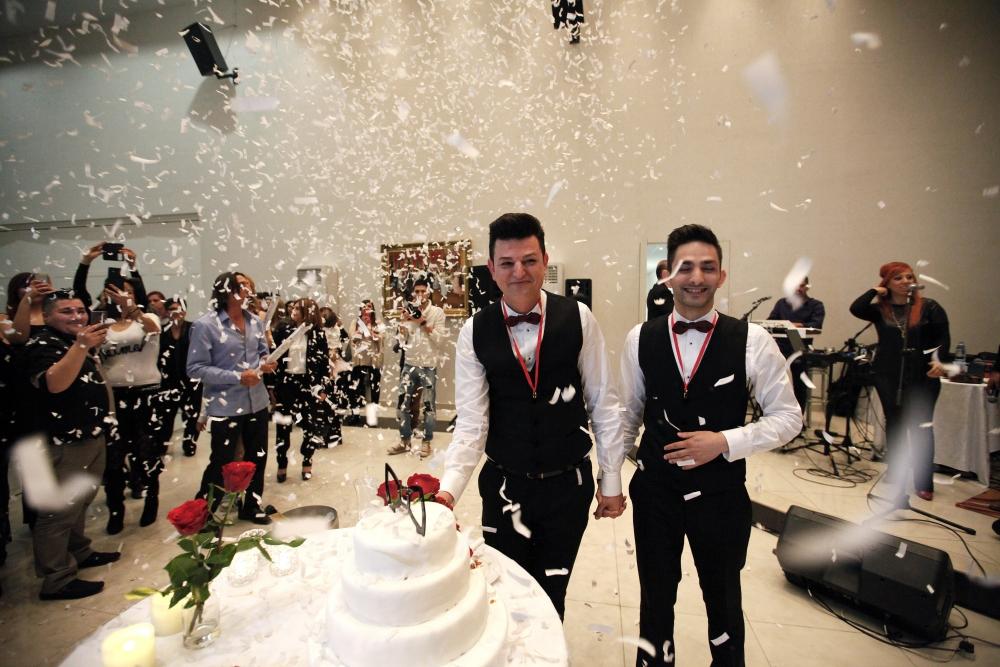 İşte Kıbrıs'ın ilk eşcinsel evliliğinden kareler galerisi resim 7