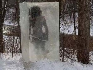 Parkta donmuş halde bulundu! Gizemli cisimle ilgili gerçek çok geçmeden