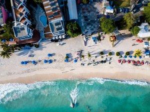 'Evden değil Karayipler'den çalışın': Barbados, bir yıllı